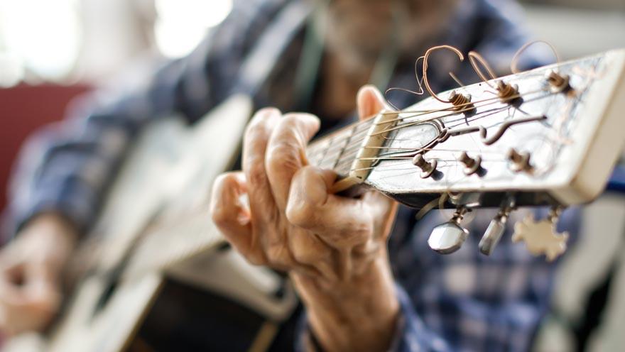 880 hospizalltag gitarre spielen